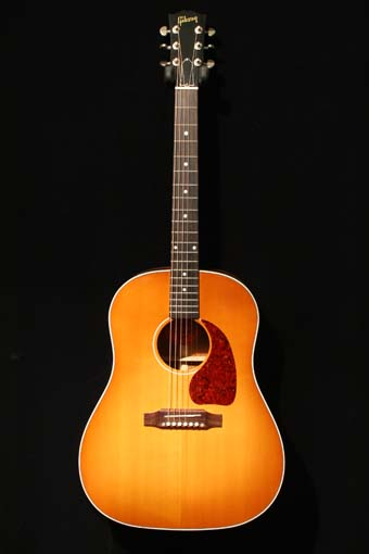 Gibson Custom Shop J-45 (used)